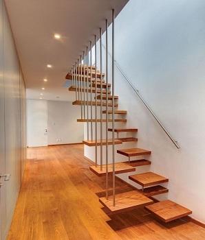 Mẫu cầu thang cho nhà nhỏ hẹp: Cầu thang xen kẽ độc đáo