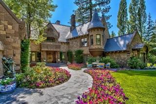 Những ngôi nhà đẹp chất ngất của xứ sở Disney Land